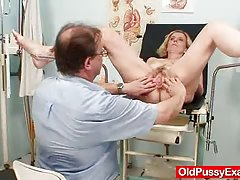 Neoholený blbca matka tamara trápne vyšetrenie lekárom