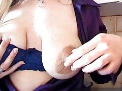 Neuveriteľné poklesnutý prsia